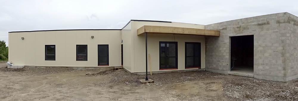 en cours de réalisation auvent de chargement + salle rurale maçonnée +