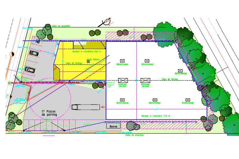 conception du bâtiment adaptée à la forme du terrain
