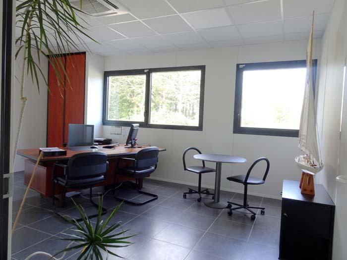 construction d'un bâtiment industriel à usage de bureaux et d'atelier, siege social de l'entreprise